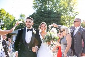 Mr & Mrs Suavi's Confetti Moment!