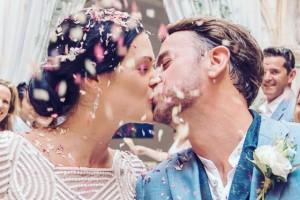 Confetti Moment Kiss Using Biodegradable Wedding Confetti and Wedding Confetti Cones