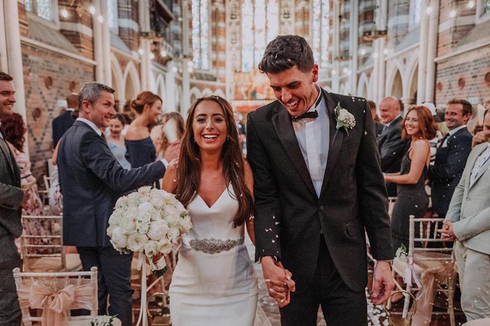 Wedding confetti moment biodegradable petals